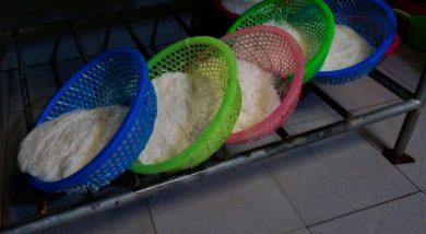 Hue: visite d'un atelier de fabrication de vermicelles de riz
