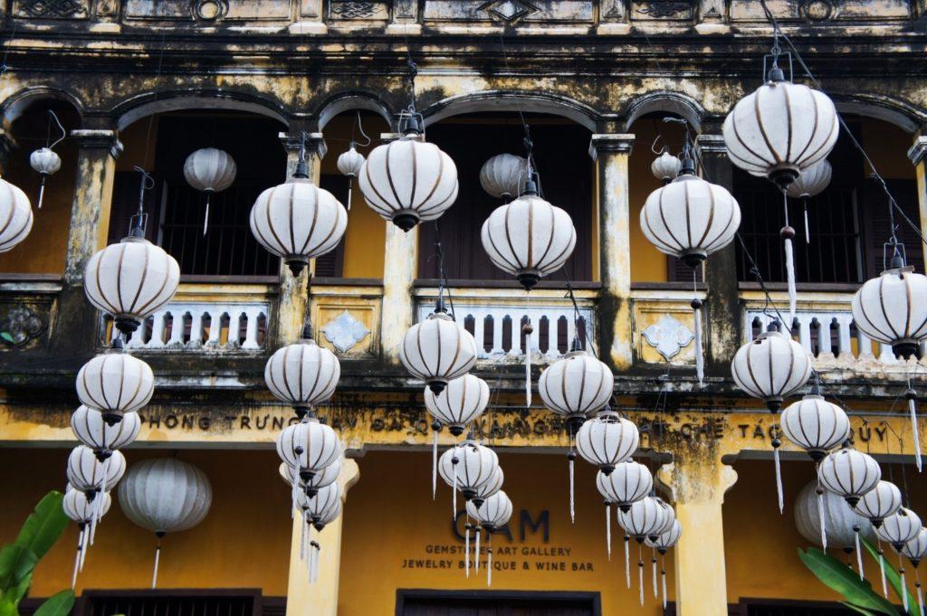 Des lanternes sont partout dans la vieille ville