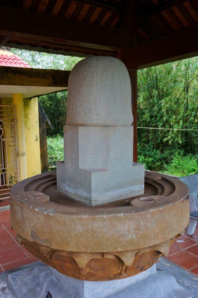 Yoni et linga dans les temples Cham