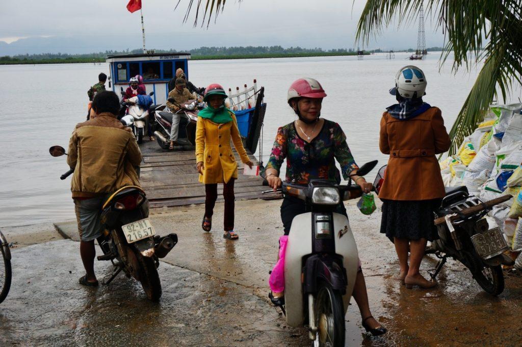 ferry de Tam Tien pour aller à l'île de Tam Hai