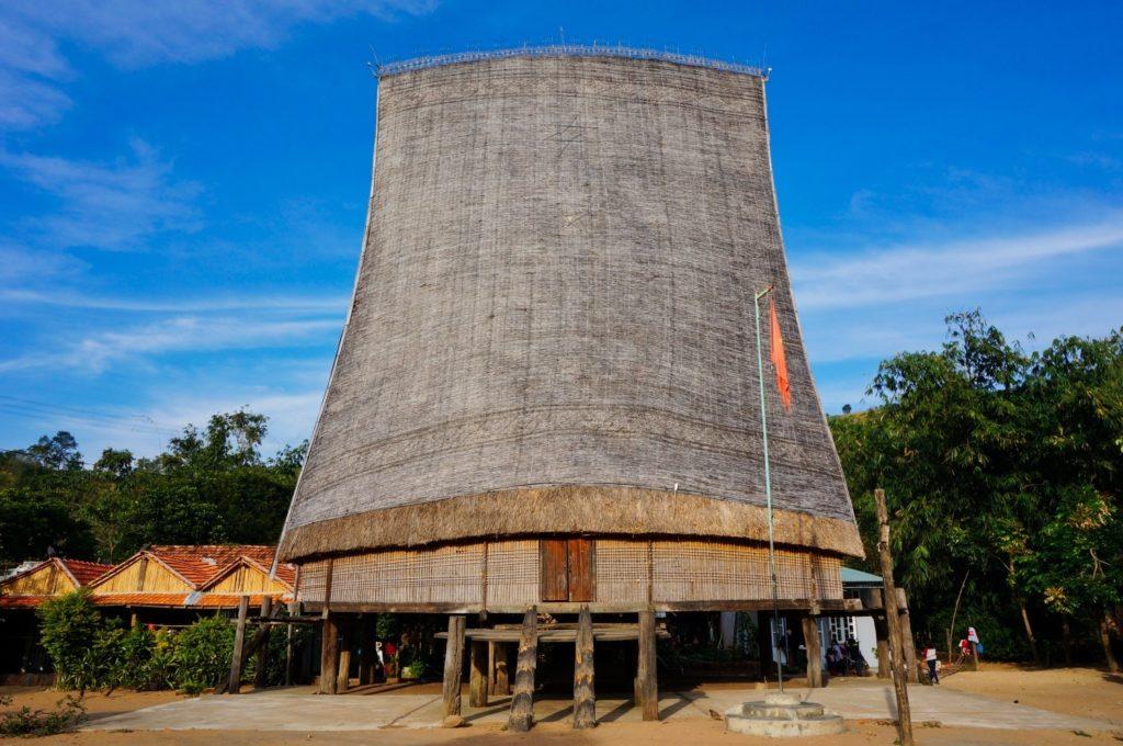 maison traditionnelle Rong des minorités ethniques