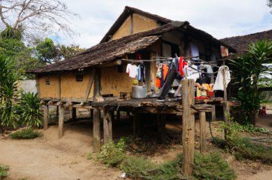 Randonnée autour des villages de minorités ethniques à Kon Tum