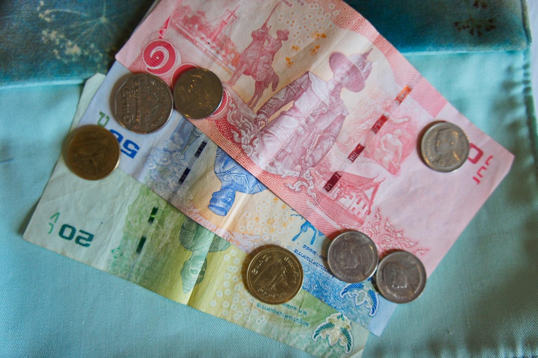 Comment réduire les frais bancaires en voyage?