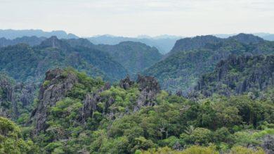 La boucle de Thakhek : entre monts karstiques, forêts et grottes