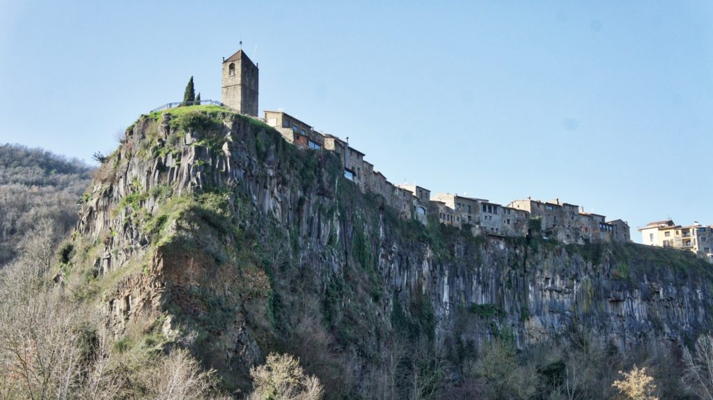 Castellfolitt de la Roca en Catalogne
