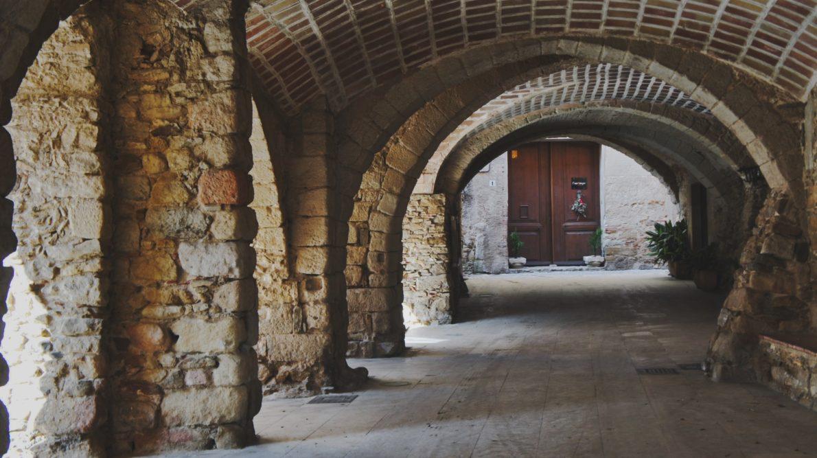Les arcades à Peratallada Costa Brava