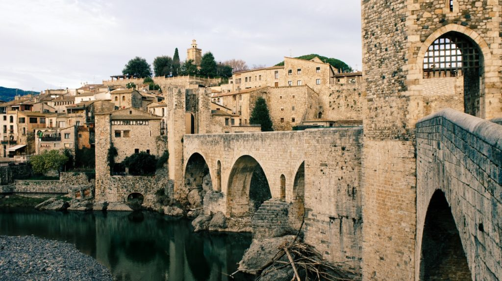 Le pont médiéval de Besalú en Catalogne
