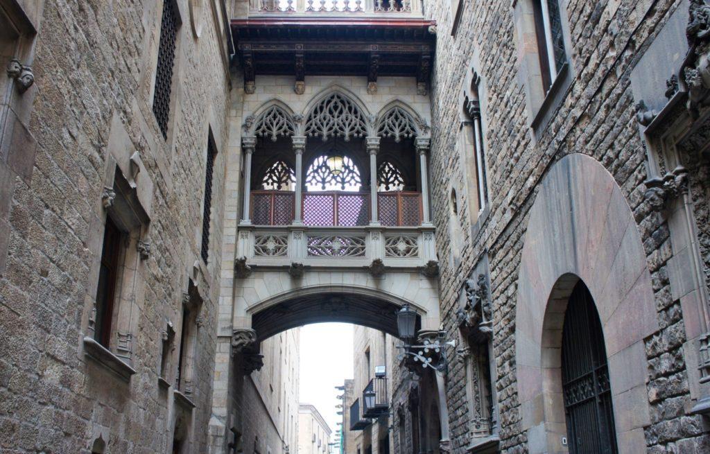 Pont del Bisbe quartier gothique Barcelone