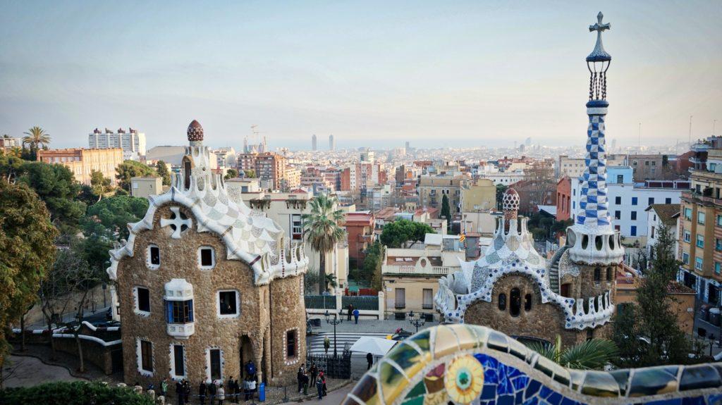 L'architecture remarquable des monuments du parc Güell à Barcelone