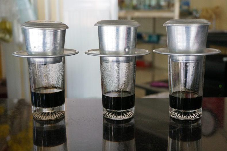 Trois tasses de café vietnamien