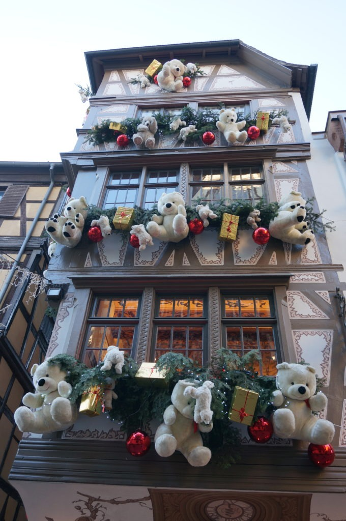 Les nounours de Strasbourg pendant les fêtes de Noël