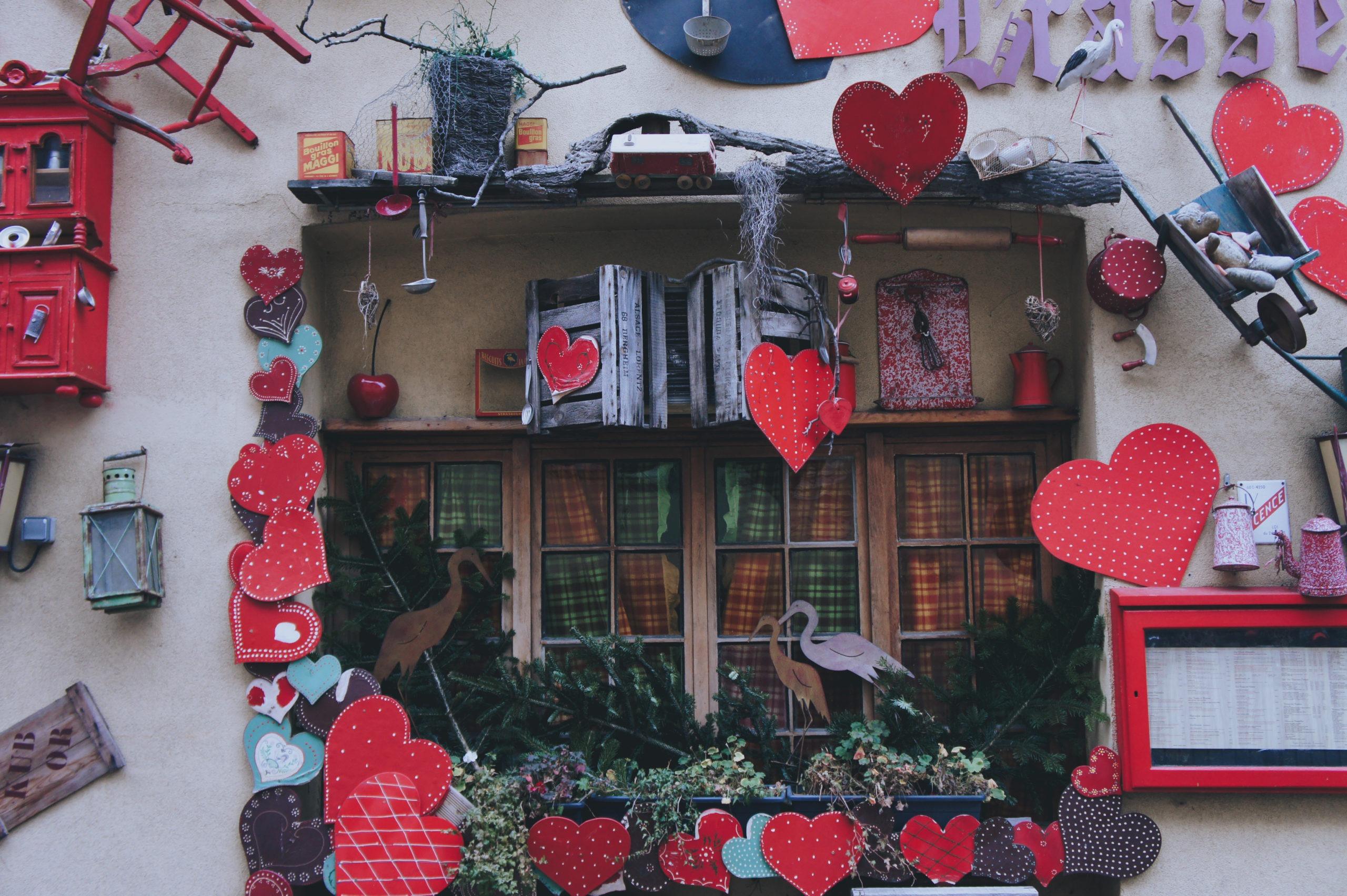 Décoration extérieure d'un restaurant à Colmar