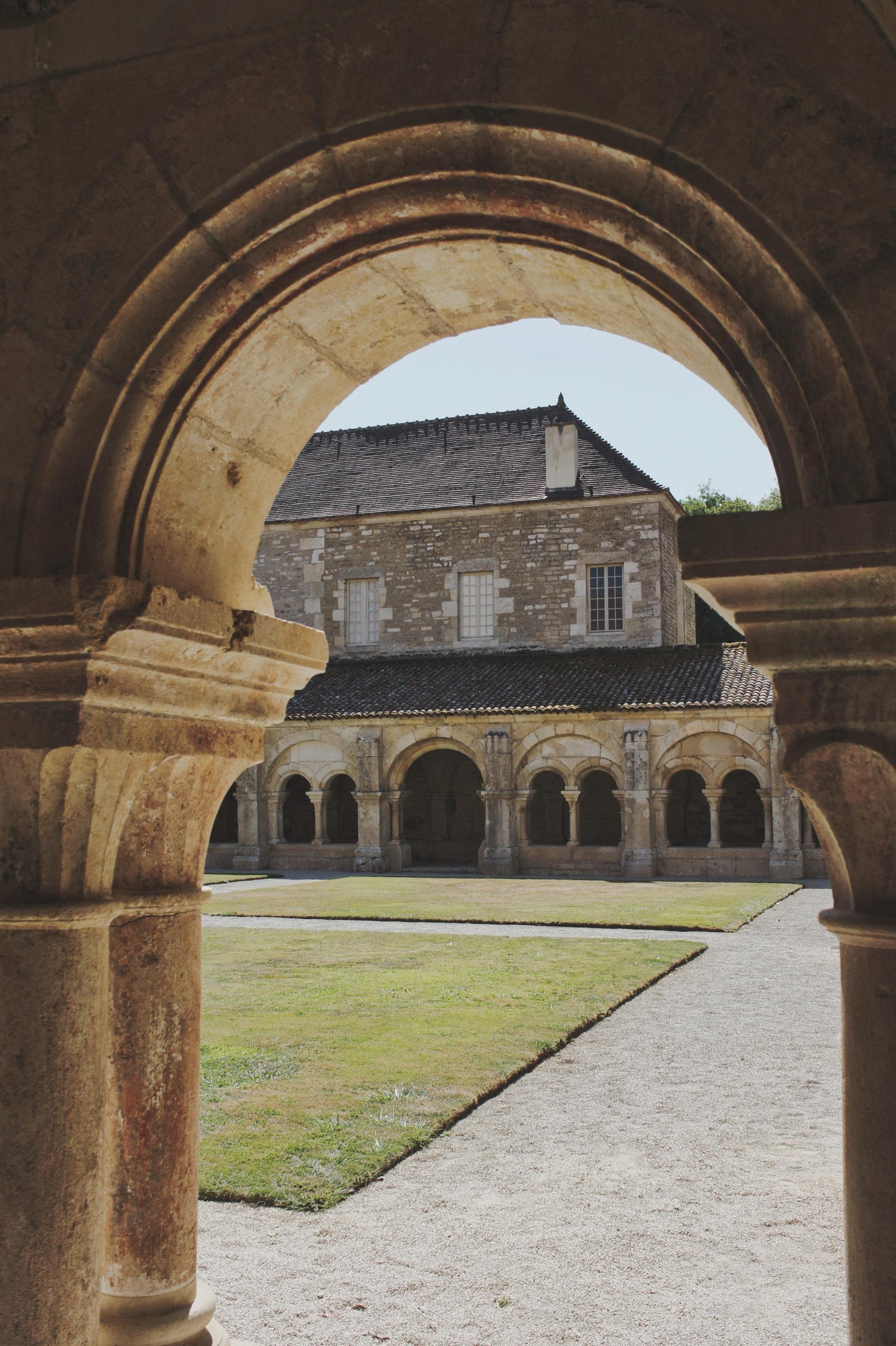 Cloître de l'abbaye de Fontenay