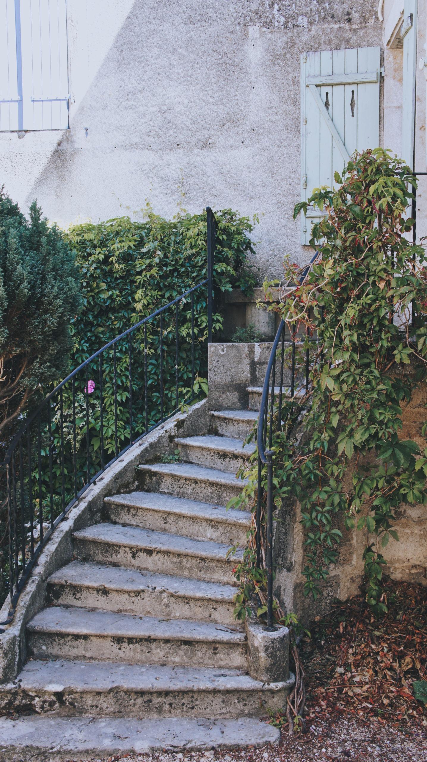 adorable escalier à flavigny bourgogne