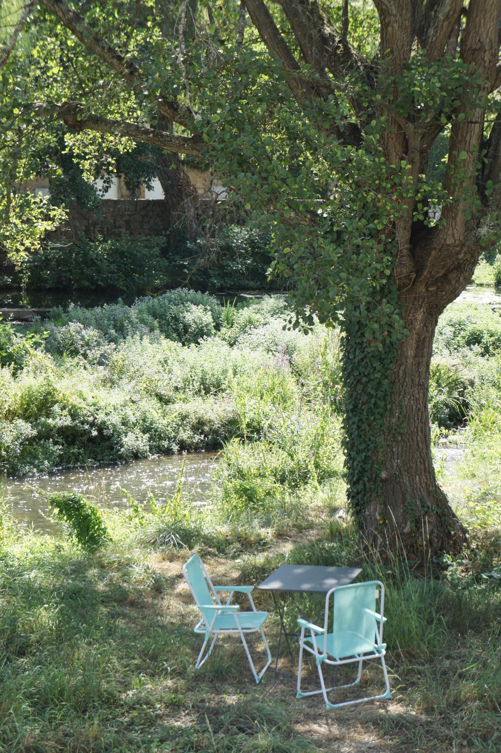 jardin à Semur-en-Auxois Bourgogne à vélo