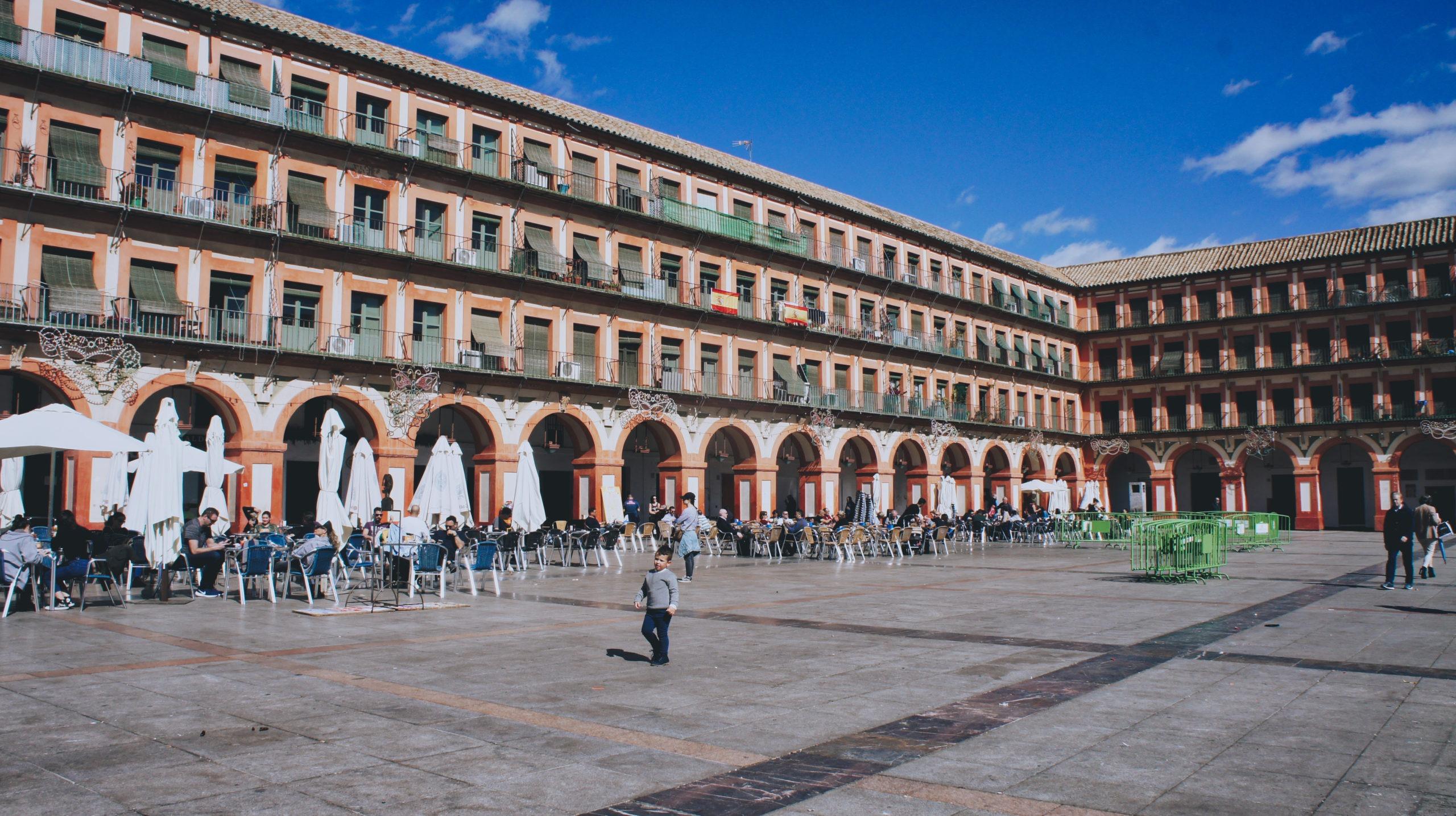Place de la Corredera à Cordoue, Andalousie