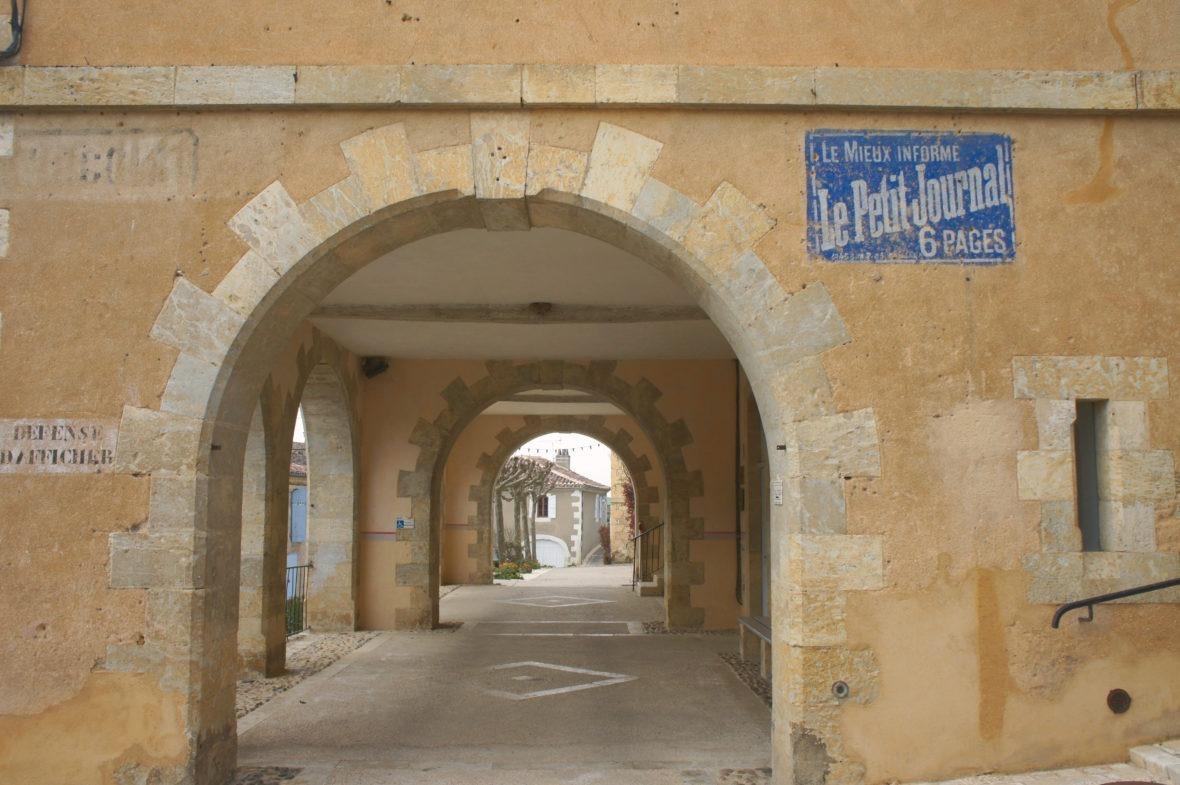 Les arcades à Lavardens, en Lomagne-Gascogne du Gers
