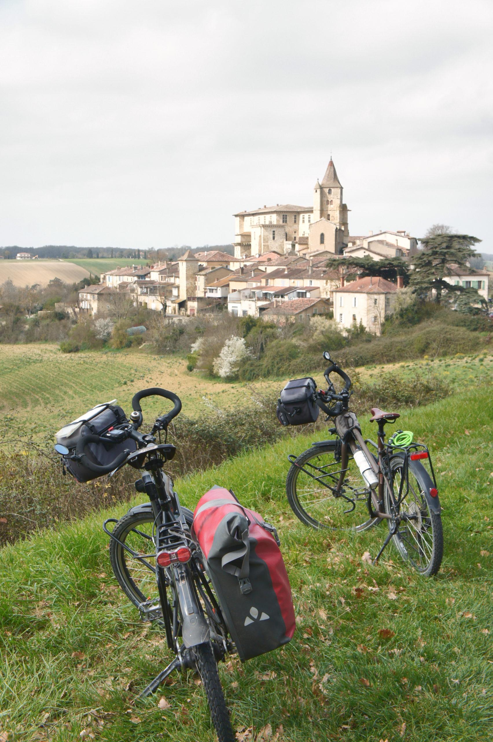 Lavardens plus beaux villages de France