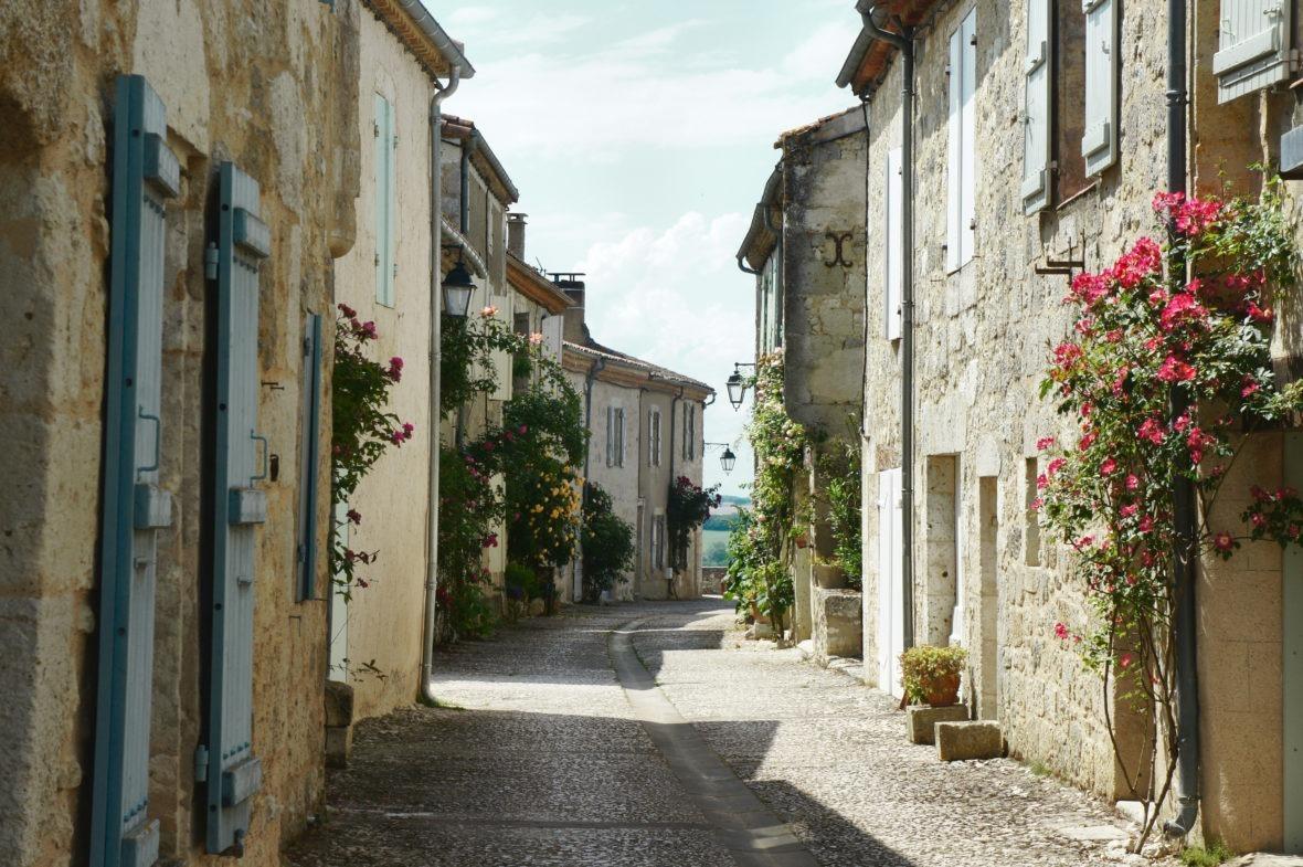 Ruelle principale à Castéra-Lecturois en Lomagne-Gascogne